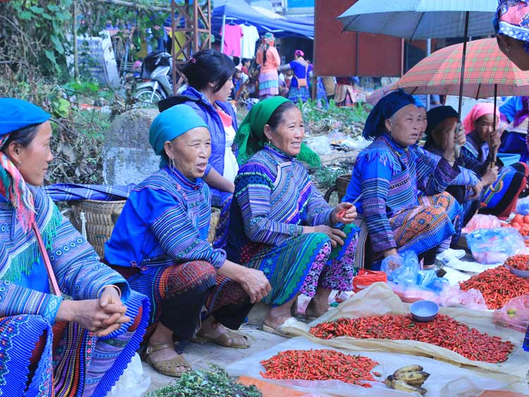 Découvrir Sapa - Bac Ha en train, le marché coloré des ethnies et la rizière en terrasse